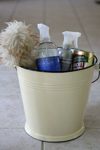 Cleaning-supplies-bucket