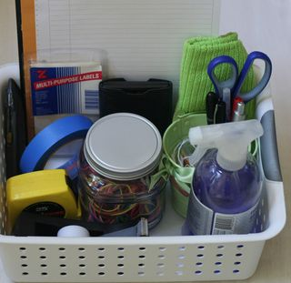 Organize-yard-sale-supply-box